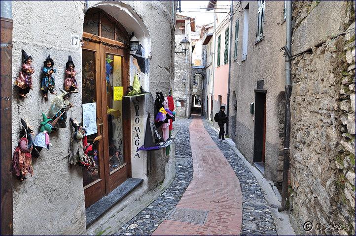 TRIORA, le village des sorcières (delle streghe) Italie Hi ! Hi ! Hi ! Hi ! Hiiiiiiiiiiiiiii Triora21fev10_04